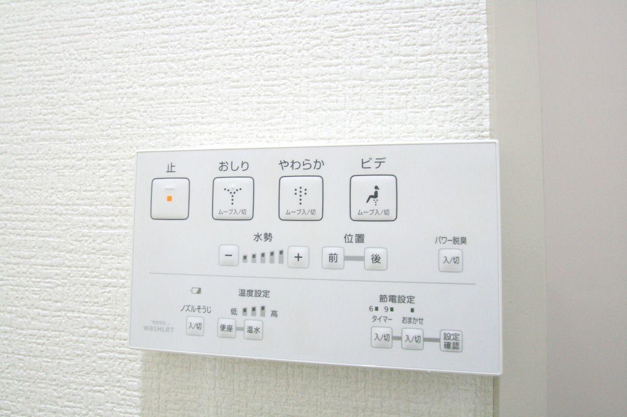 トイレの壁についてるから押しやすくて便利です。